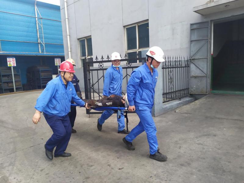 文家坡选煤厂组织高温中暑应急救援演练